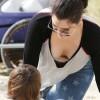 Em gái siêu vòng 3 Kim Kardashian lộ ngực
