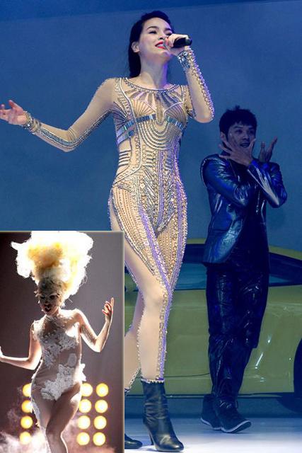 Những bộ jumpsuit màu da như của Hà Hồ, Lady Gaga được dát đá và đính ren để che đi các vị trí nhạy cảm nhưng vẫn tạo vẻ gợi cảm.
