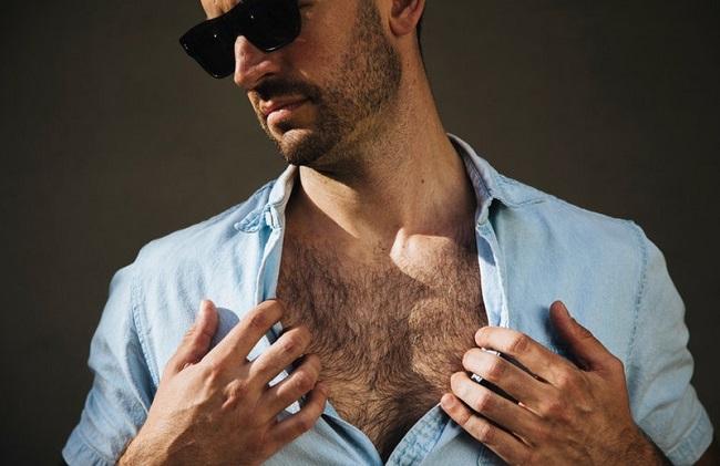 Mặt, ngực nhiều lông ở nam giới